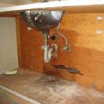 Colmater une fuite d'eau : bandes antifuites et mastics