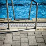 Traiter l'eau de sa piscine avec de l'oxygène actif